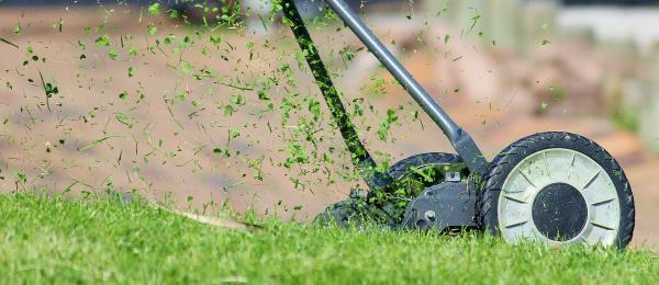 Lawn Mower and you - Tips to Mow Your Lawn Safely (Infographic)
